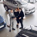 Bude teď všechno levnější? Prognóza pro auta, oblečení, nemovitosti a potraviny