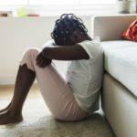Otec sliboval dcerám očkování proti koronaviru. Odvedl je ale k lékaři na obřízku