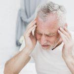 Lékaři varují před nečekanými příznaky nemoci Covid-19 u seniorů