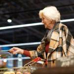 Důchodci dostanou rouškovné ve výši 5 tisíc. Stát si na to musí půjčit 15 miliard korun